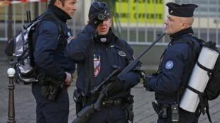 Governo aumenta a segurança nas escolas e locais de culto judaicos na França