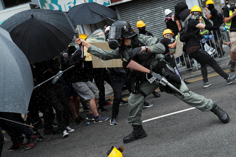7月27日香港元朗抗议警民对抗资料图片