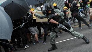 7月27日香港元朗抗議警民對抗資料圖片