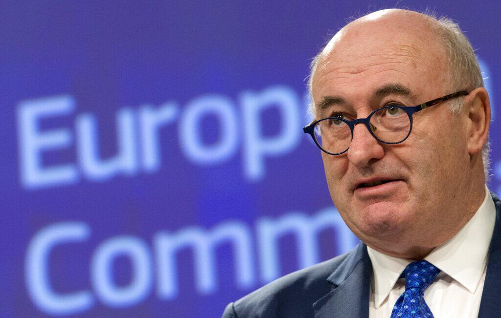 O Comissário de Comércio europeu, o irlandês Phil Hogan, pediu demissão após ter sido acusado de infringir as normas sanitárias de seu país contra o novo coronavírus.