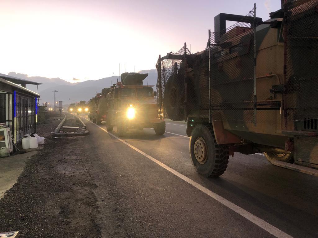 Le convoi militaire turque à Kilis alors qu'il approche de la frontière syrienne le 22 décembre 2018.