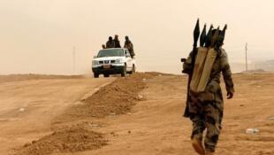 Combatentes curdos se aproximam de Mossul