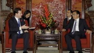 英國財政大臣奧斯本今天在北京與中國國務院副總理李嵐清會談