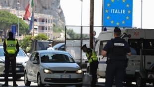Policiais franceses na fronteira com a Itália, junho de 2018