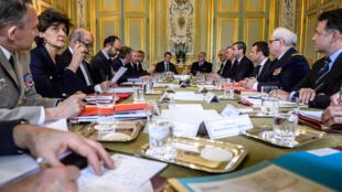 Imprensa francesa repercute de maneira favorável composição do governo do presidente Emmanuel Macron.