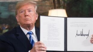 دونالد ترامپ در اردیبهشت  ١٣٩٧ خروج آمریکا از برجام را رسمی کرد