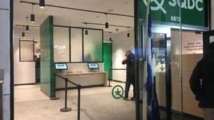 La Sociedad Quebequense de Cánnabis (SQDC) abrió doce puntos de venta de cánnabis y un sitio web para la venta en línea.