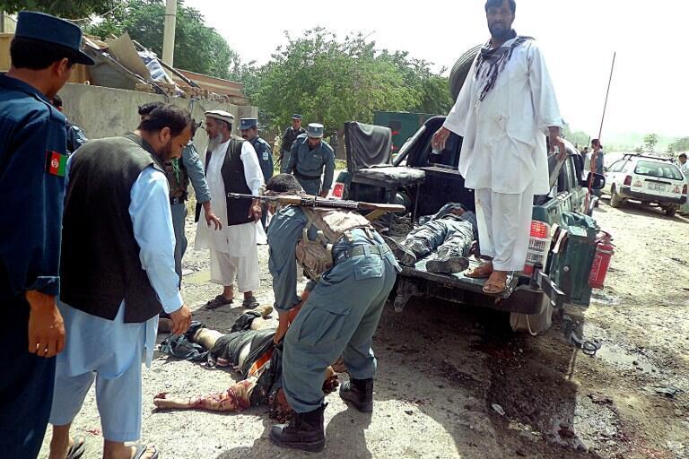 L'ancien chef de guerre Ismail Khan a échappé hier  à une attentat suicide dans son fief de Herat,  dans l'Ouest du pays /