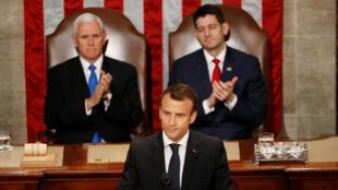 Rais Macron akipigiwa makofi na Makamu rais Mike Pence na Spika wa Baraza la Wawakilishi Paul Ryan wakati akilihutubia baraza la Congress la Marekani Jumatano, Aprili 25, 2018.