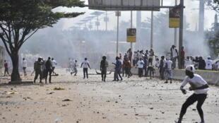 Des heurts ont opposé les partisans de plusieurs candidats à la présidentielle en Guinée à Conakry, le 8 octobre 2015.