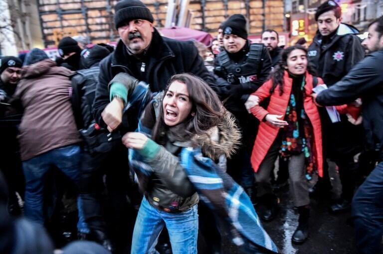 Biểu tình đã nổ ra tại Istanbul, ngày 23/12/2016, sau khi vidéo thiêu sống binh sĩ Thổ Nhĩ Kỳ được phát tán trên mạng internet