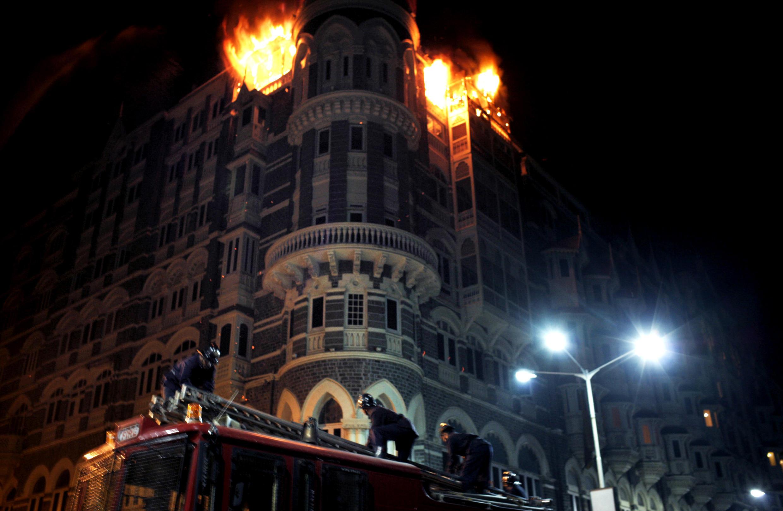 法广存档图片:2008年11月印度孟买恐袭案 Image d'archive RFI: L'hôtel Tah Mahal en feu après lors des attentats de Bombay en novembre 2008.