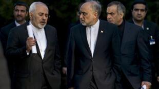 Le ministre des Affaires étrangères iranien Javad Zarif et le responsable de l'agence atomique iranienne Ali Akbar Salehi à Lausanne vendredi 27 mars 2015.