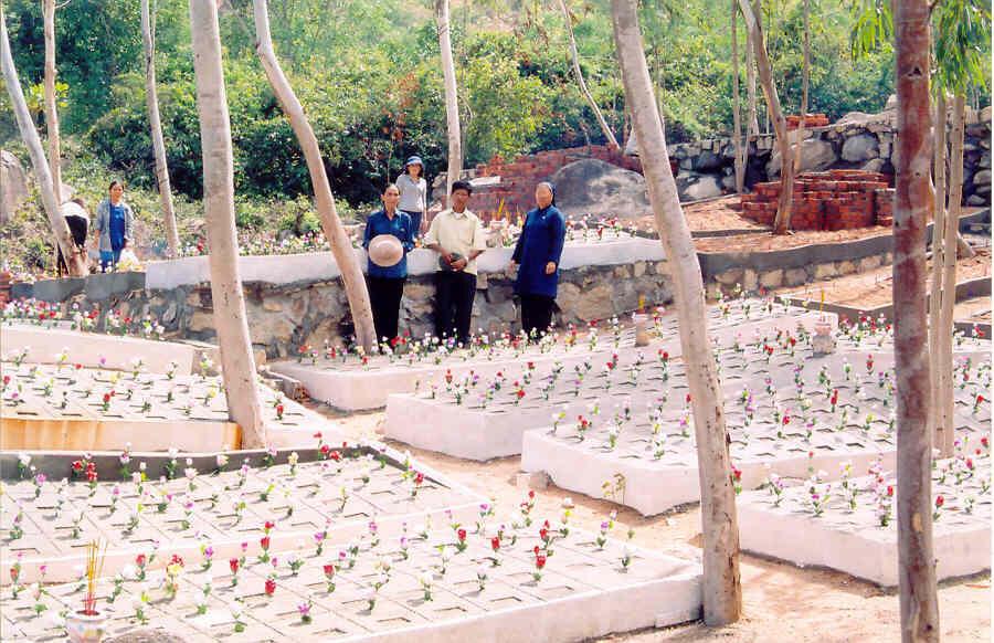 Nghĩa trang Đồng Nhi dành cho các hài nhi bị chối bỏ tại núi Hòn Thơm, Khánh Hòa do ông Tống Phước Phúc xây dựng.