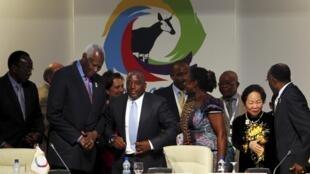 Le secrétaire général de la Francophonie, Abdou Diouf (G) et le président de la RDC, Joseph Kabila (D).