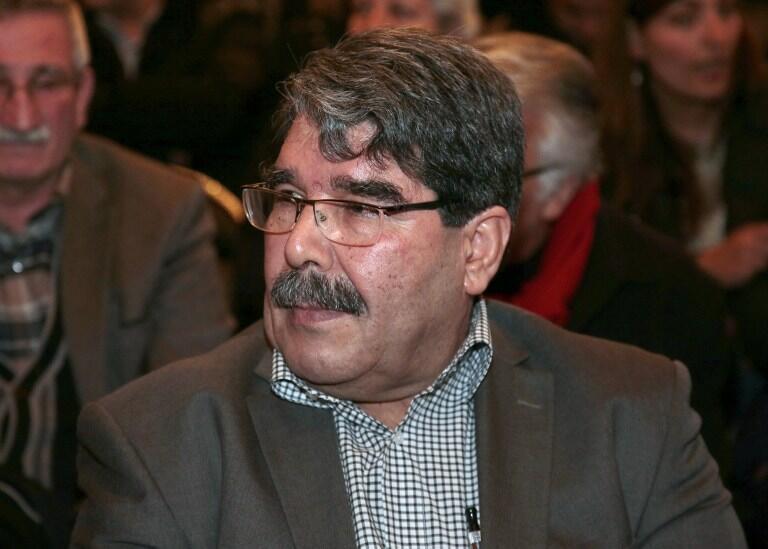 Saleh Muslim, alors chef du PYD kurde, en conférence de presse à Paris, le 9 février 2015.