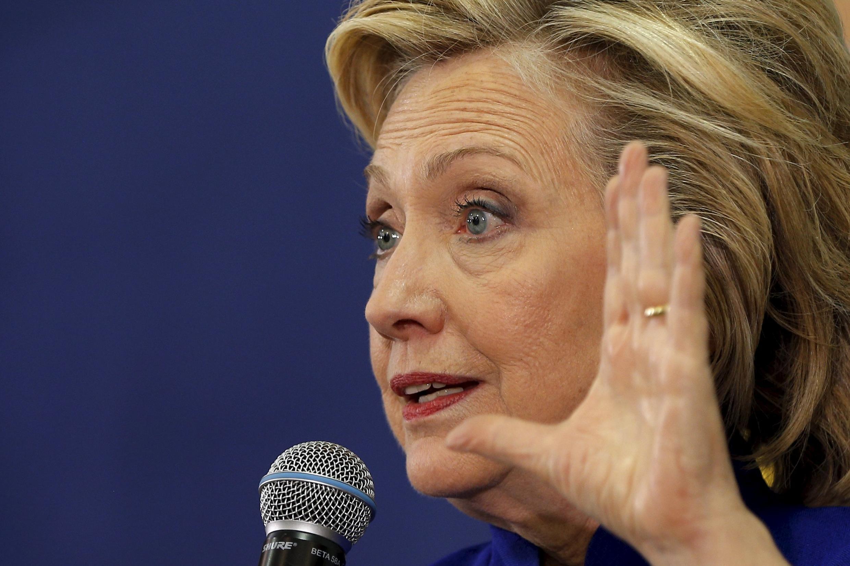 En campagne pour les primaires démocrates (ici à Claremont dans le New Hampshire le 11 août) Hillary Clinton a du donner accès à son serveur de messagerie au FBI.