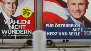 Outdoors dos dois candidatos ao segundo turno na eleição presidencial na Áustria: o ecologista Alexander Van der Bellen (à esq.) e o ultrarradical de direita Norbert Hofer.