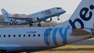 La compagnie aérienne britannique Flybe, confrontée elle aussi à la chute du trafic aérien mondial due au coronavirus, a annoncé, jeudi 5 mars, qu'elle cessait ses activités.