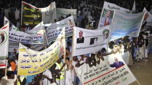 Des partisans du président mauritanien rassemblés durant un meeting lors de la campagne sur le projet de référendum constitutionnel, le 20 juillet 2017. (Photo d'illustration).