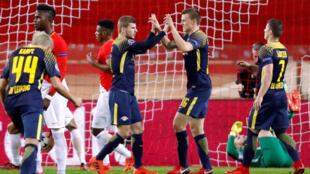 'Yan wasan RB Leipzig yayin karawarsu da Monaco.
