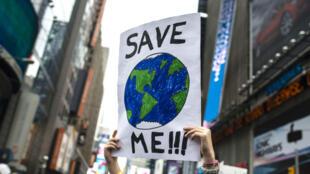 Dans de nombreux pays, la mobilisation citoyenne contre l'inaction des États face au réchauffement climatique ne faiblit pas.