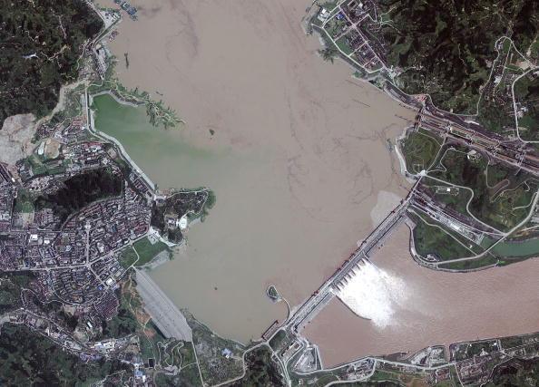 Chính quyền Trung Quốc từng công nhận tháng 05/2011 là đập Tam Hiệp gây  ra nhiều vấn đề cho môi trường chung quanh. Ảnh chup con đập từ vệ tinh