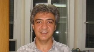 پروفسور عباس عدالت، استاد دانشگاه امپریال کالج لندن و فعال ضدجنگ که توسط سپاه پاسداران در تهران بازداشت شده، دو تابعیتی است و در چارچوب فعالیتهای دانشگاهی به تهران سفر کرده بود.