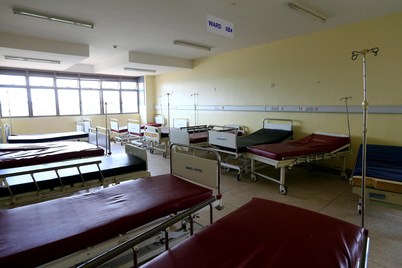 Lits au Kirudu Hospital, à Kampala.