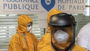 Apresentação a imprensa de uma equipe médica preparada pelo tratamento de pacientes infectados pelo Ebola