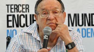 """Esta imagen de archivo, tomada el 10 de septiembre de 2011, muestra al actor mexicano Roberto Gómez Bolaños """"Chespirito"""", durante la tercera edición del Encuentro Mundial de Valores, en Monterrey, estado de Nuevo León, México"""