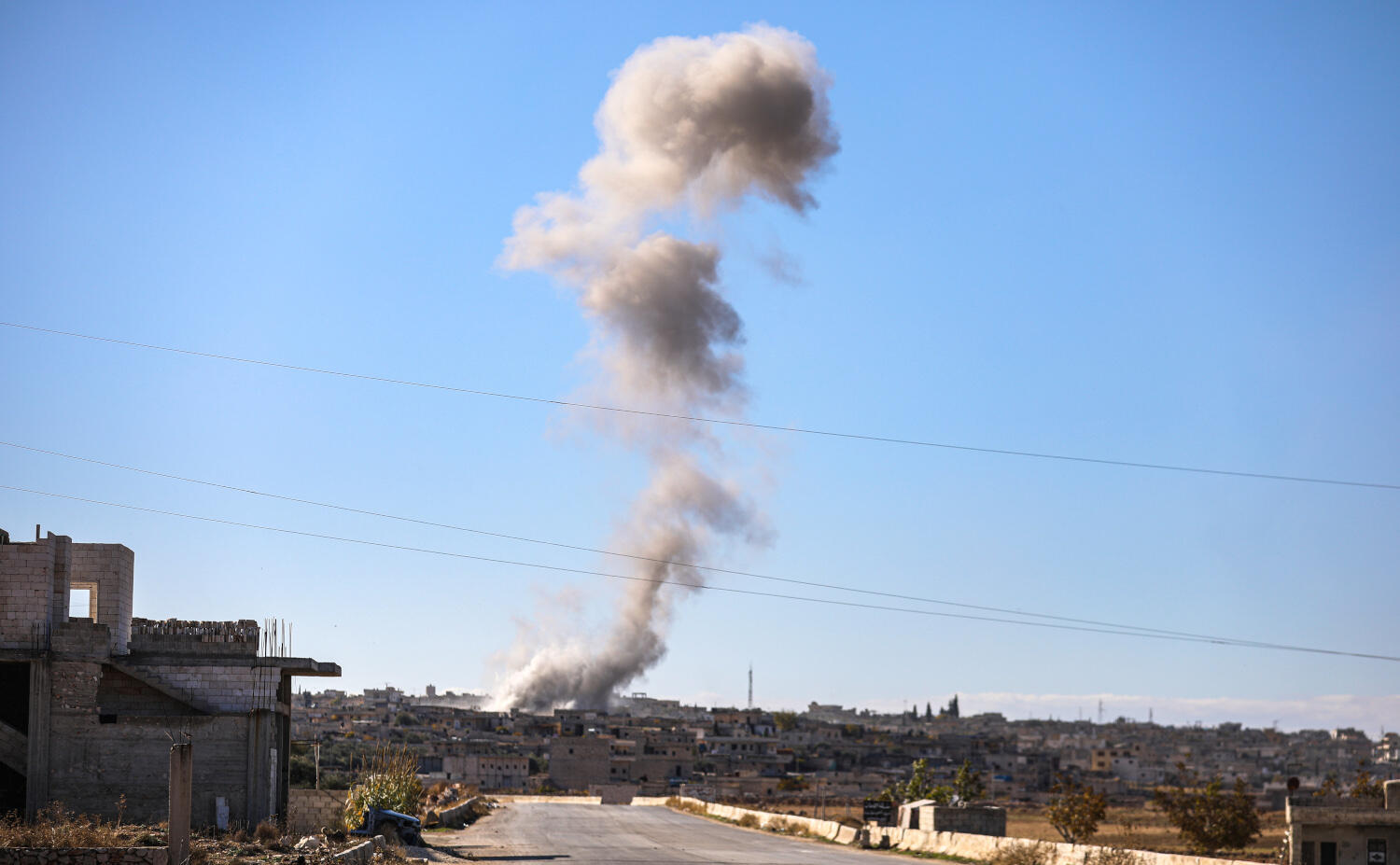 Russian planes launched more than 70 air raids on Idlib in Syria on 5 December.