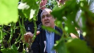 Министр сельского хозяйства Франции Дидье Гийом посетил департамент Дром, где накануне прошли небывалые по силе грозы
