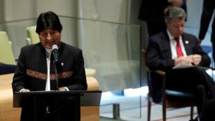 Presidente da Bolívia, Evo Morales, discursa na ONU, depois do presidente da Colômbia, Juan Manuel Santos (ao fundo).