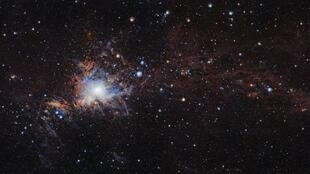 La nube molecular Orión A por el telescopio de rastreo infrarrojo VISTA, instalado en el Observatorio Paranal de ESO, en el norte de Chile.