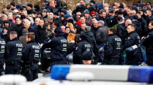Des militants d'extrême droite rendent hommage à Thomas Haller, fondateur d'un groupe néo-nazi à Chemnitz, le 18 mars 2019.