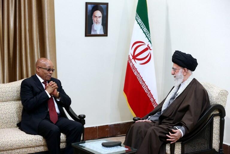 Visite de Jacob Zuma à Téhéran, le 24 avril 2016. Fin 2017, un forum d'affaires Iran-Afrique du Sud s'est ensuite tenu à Pretoria, mais aucune grande annonce n'en est sortie.