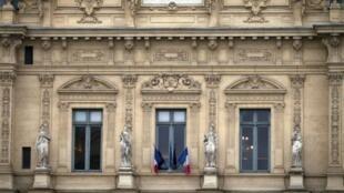 Vue de la façade du tribunal de commerce de Paris
