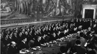 La  firma del tratado de Roma, el 25 mars 1957 en el Capitolio de Roma.