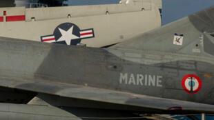 Fuselage d'un avion de chasse de la US Navy et de la marine française.
