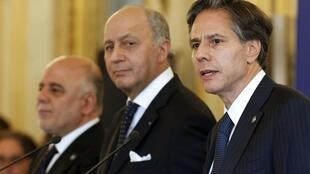 From L-R, Iraqi Prime Minister Haider al-Abadi, former French Foreign Affairs Minister Laurent Fabius and then U.S. Deputy Secretary of State Antony Blinken hold a news conference following a meeting with members of the anti-Islamic State coalition in Paris, France, June 2, 2015.