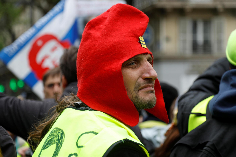 Un manifestante chaleco amarillo el 4 de mayo en París.