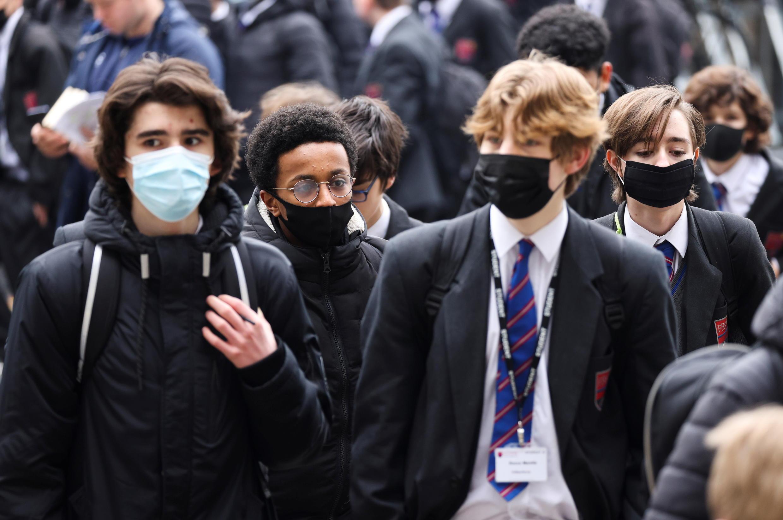 Royaume Uni - Londres Retour des lycéens à Fullham 2021-03-08T105953Z_1237907378_RC2Y6M9TZ8GB_RTRMADP_3_HEALTH-CORONAVIRUS-BRITAIN-SCHOOLS