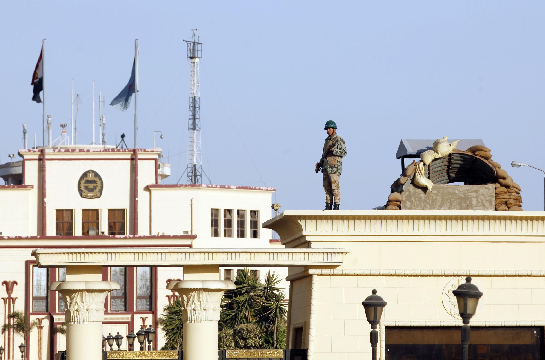 Căn cứ không quân Almaza, Ai Cập, nơi diễn ra tang lễ số quân nhân thiệt mạng trong vụ tấn công khủng bố ở Sinai.