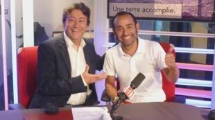 Mauro cevallos con Jordi Batallé en los estudios de RFI