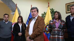 Le représentant de l'ELN aux négociations de paix à Quito, Pablo Beltran, lors d'une conférence de presse dans la capitale équatorienne, après la suspension des pourparlers, le 10 janvier 2018.