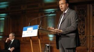 Ministro francês da Educação, Luc Chatel, encerra debate na Sorbonne.