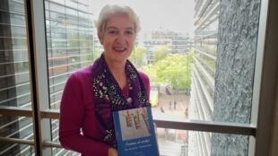 Sylvie Debs, especialista em cinema brasileiro e culturas populares, com seu livro Cinema e Cordel: Jogos de Espelhos.