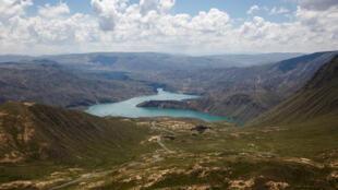位于青藏高原的龙羊峡水