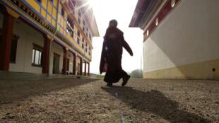 Признанный виновным монах ранее числился в буддистском храмовом комплексе, расположенном в Ла-Буле (на фото), неподалеку от Лиона.